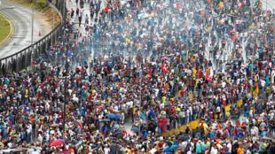Caracas, một biển người đòi người kế thừa của Hugo Chavez, là tổng thống Maduro từ chức. Ảnh tháng 6/2017.
