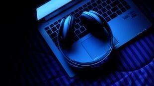 Le streaming devient un véritable enjeu commercial, notamment depuis que la plateforme Spotify a annoncé vouloir permettre aux musiciens indépendants de publier leurs productions sans passer par un label.