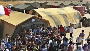 Лоран Фабиус в лагере сирийских беженцев в Мафраке на сирийско-иорданской границе 16/08/2012