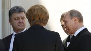 Первая встреча Петра Порошенко и Владимира Путина на праздновании юбилея высадки союзников в Нормандии. Бенувиль - 06/06/2014