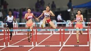 Vận động viên Nguyễn Thị Hường (thứ 2 từ phải), huy chương vàng 400m vượt rào nữ tại giải Vô địch Điền kinh châu Á  tại Bhubaneswar, Ấn Độ ngày 08/07/2017.