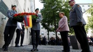 德國紀念刺殺希特勒未遂事件75周年,默克爾主持儀式。