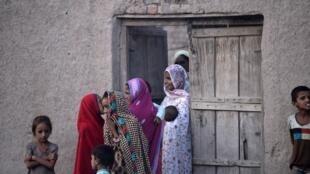 Des jeunes pakistanaises dans le villagede Mohri Pur, dans la province du Penjab, au Pakistan, le 6 juillet 2018. (Photo d'illustration).