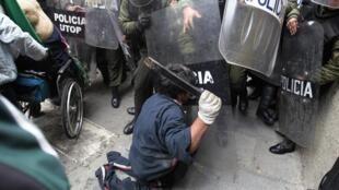 Protesta de discapacitados en La Paz, 23 de febrero de 2012.