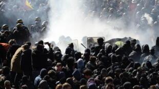 Incidentes em Paris entre a polícia e manifestantes.