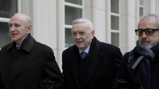 O ex-presidente da CBF, José Maria Marin(ao centro), chega ao tribunal de Nova York em 22 de dezembro de 2017.