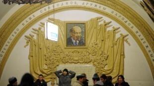 Но вот, значит, «культ личности Сталина и его последствия» по-быстрому преодолели и пустились в обогащение «памяти всеми теми богатствами, которые выработало человечество»