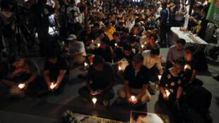 Đêm thắp nến cầu nguyện cho giải Nobel hòa bình Lưu Hiểu Ba tại Hồng Kông, 29/06/2017.