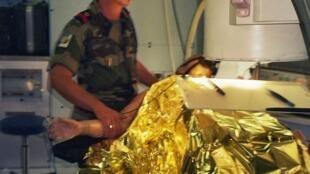 Mô hình bệnh viện dã chiến Pháp, được giới thiệu trong Ngày Quốc Phòng, tại quảng trường Invalides, Paris, ngày 24-25/09/2005