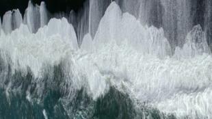 """Imagen extraída del video de Ange Leccia de la exposición """"La mer jamais ne se retire""""."""