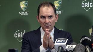 Justin Langer says he wants a sense of mateship to unite the Australia cricket teams.