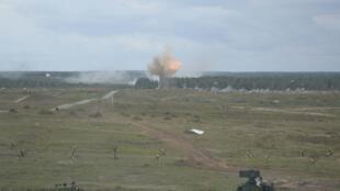 Các xe quân sự tham gia cuộc tập trận Zapad 2017 tại một địa điểm ở Belarus, ngày 14/09/2017.