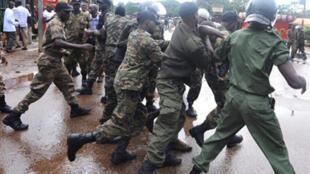 La police guinéenne a violemment dispersé les manifestants à Conakry, le 28 septembre 2009.