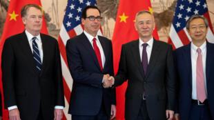 Từ trái sang phải: Đại diện Thương Mại Mỹ Robert Lighthizer, bộ trưởng Tài Chính Mỹ Steven Mnuchin, phó thủ tướng Trung Quốc Lưu Hạc và thống đốc Ngân hàng Trung Quốc Dịch Cương tại Bắc Kinh, ngày 29/03/2019.