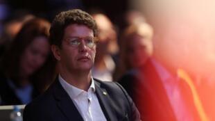 O ministro brasileiro do Meio Ambiente Ricardo Salles, que não conhecia a Amazônia até fevereiro, é criticado por sua ação desde que assumiu o cargo.