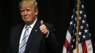 O empresário Donald Trump atingiu hoje (26) o número de delegados necessários para ser o candidato republicano.