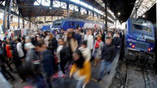 PPassengers at Paris's Gare de Saint-Lazare on the 10th strike day last month
