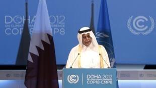 Phó thủ tướng Qatar Abdullah bin Hamad Al-Attiyah đọc diễn văn tại Doha (REUTERS)