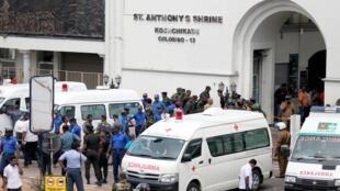 Lực lượng an ninh Sri Lankan trước nhà thờ St. Anthony's, ở Colombo, Sri Lanka, ngày 21/04/2019.