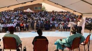 Enregistrement de l'émission au Centre culturel Oumarou Ganda, à Niamey.