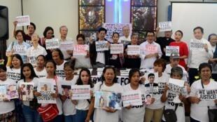 Giới tranh đấu cho nhân quyền và gia đình các nạn nhân biểu tình phản đối chiến dịch chống ma túy của tổng thống Duterte, Manila, Philippines, ngày 28/08/2018.