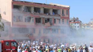 Dois atentados com carro-bomba no sudeste da Turquia deixam ao menos seis mortos. Uma delas na cidade de Elazig um reduto conservador e nacionalsita