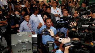 Thủ tướng Cam Bốt Hun Sen đi bầu Quốc Hội tại tỉnh Kandal, ngày 29/07/2018.
