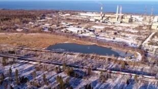 На берегу Байкала находится несколько карьеров, они называются «карты», их 13 штук. БЦБК в эти карьеры сливал свои отходы