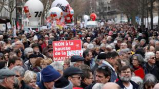 Manifestation de retraités à l'échelle nationale contre l'augmentation des impôts à Paris, en France, le 15 mars 2018.