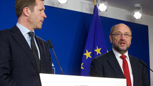 O chefe de governo da Valónia, o socialista Paul Magnette e presidente do Parlamento Europeu (PE), Martin Schulz, durante coletiva sobre oTratado de livre Comércio UE –Canadá. 22/10/16.