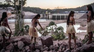 Foto de la UHE São Manoel de Brasil, que ha destruido espacios sagrados de extremo valor cultural para los pueblos indígenas Munduruku, Kayabi y Apiaka.