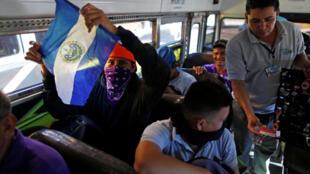 Nova caravana de migrantes salvadorenhos saindo rumo aos Estados Unidos. 18/11/2018