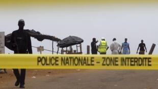 Le site de l'attaque du dimanche 13 mars : la plage de Grand Bassam et les hôtels attenants, est fermé pour les besoins de l'enquête.