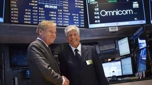 Omnicom chief executive John Wren (L) and Publicis Group Chairman Maurice Levy, 29 July 2013.