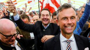 El candidato del Partido de la Libertad de Austria (FPÖ), Norbert Hofer, con partidarios.