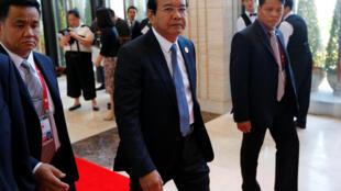 Ngoại trưởng Cam Bốt Prak Sokhon (G) tới dự Hội nghị các bộ trưởng Ngoại Giao ASEAN tại Vientiane, Lào, ngày 25/07/2016.