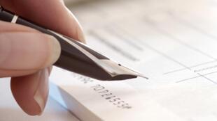 Emissão de cheques custam € 2,5 bilhões de euros por ano para o governo francês.