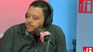 O ilustrador paulistano Alexandre de Maio no estúdio 51 da RFI.