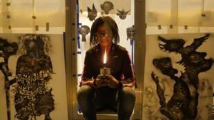L'artiste congolaise, Géraldine Tobé.