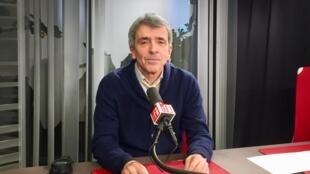 L'écrivain français Régis Jauffret en studio à RFI (janvier 2020).