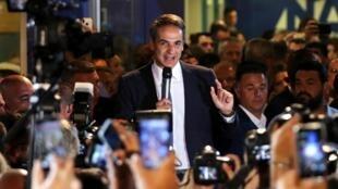 Thủ lĩnh đảng Tân Dân Chủ Hy Lạp Kyriakos Mitsotakis trước trụ sở đảng sau khi công bố chiến thắng của đảng cánh hữu, Athens, Hy Lạp, tối 07/07/2019.
