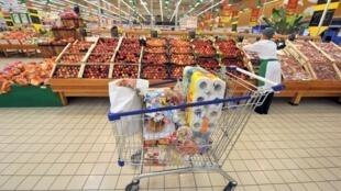 Les initiatives visant à réduire le gaspillage alimentaire se multiplient: 10 millions de tonnes d'aliments sont jetés à la poubelle chaque année (illustration).