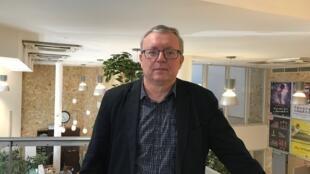 O jornalista húngaro Gábor Horváth, editor-chefe do jornal Népszava (A Voz do Povo), na sede do jornal em Budapeste.