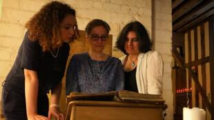Rabbin Delphine Horvilleur, Rabbin Pauline Bebe et Rabbin Floriane Chinsky.
