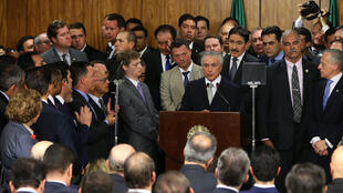 Michel Temer ao lado de sua equipe de governo durante a cerimônia de posse.