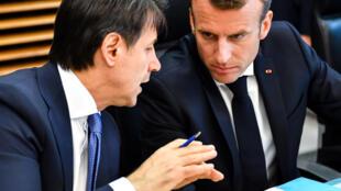 Ảnh minh họa : Thủ tướng Ý Giuseppe Conte (T) và tổng thống Pháp Emmanuel Macron gặp nhau ngày 27/02/2020 tại Napoli, Ý.