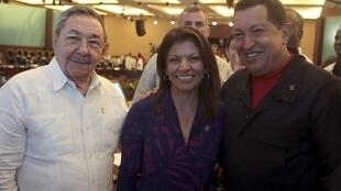 Cuban President Raúl Castro (L) Costa Rica's President-elect Laura Chinchilla (C) andVenezuela's Hugo Chávez in Cancun