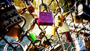 Candados del amor en el Puente de las Artes.