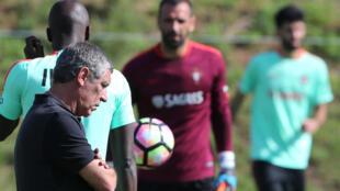 O treinador português Fernando Santos num treino a 30 de Agosto de 2016.