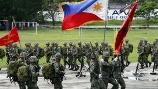 Thủy quân lục chiến Philippines chuẩn bị cho cuộc tập trận. Ảnh ngày 13/06/2014.